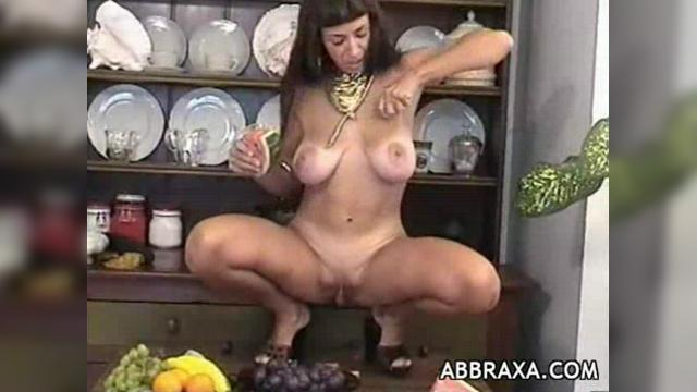 porno-video-devushek-s-ovoshami