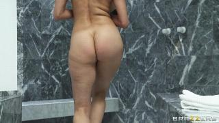 Sheila Marie Squirting In The Shower (2013)